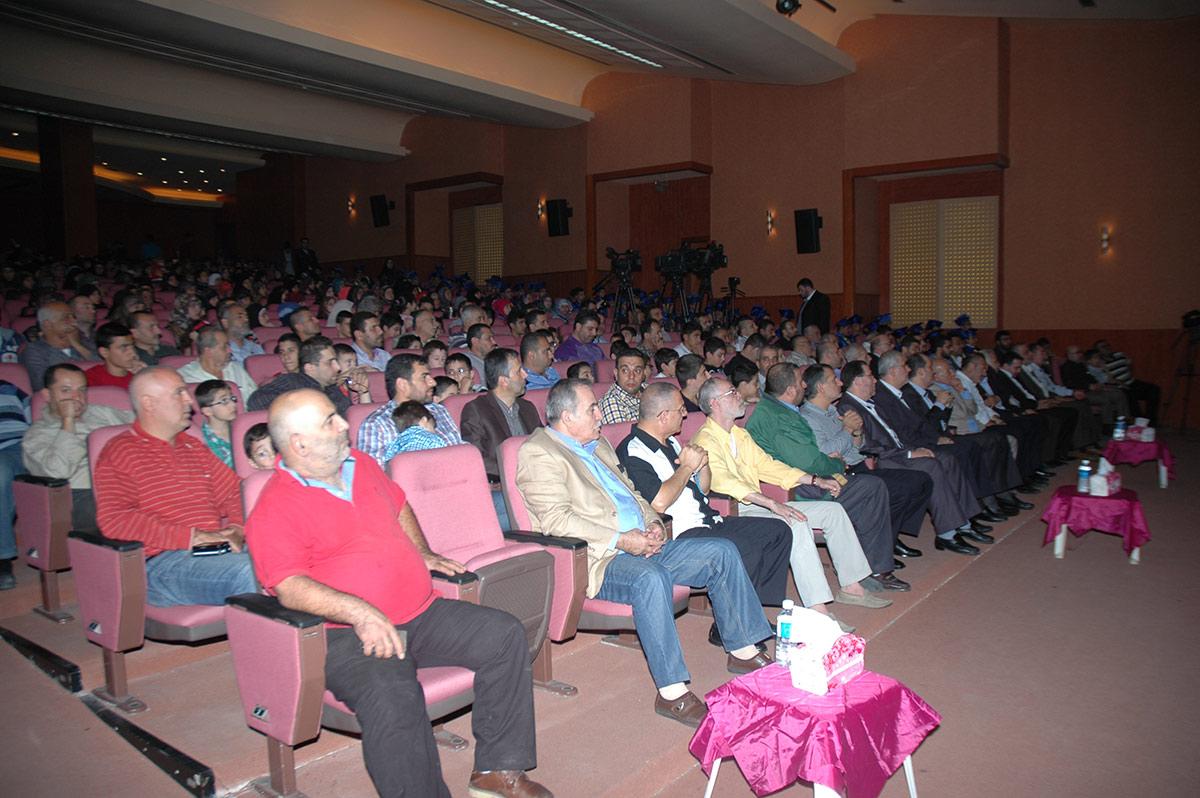 حفل تخريج الطلاب الناجحين في الشهادة المتوسطة 2013